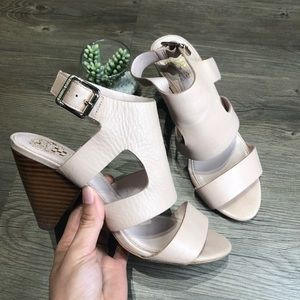 Vince Camuto Nude Heels / Size 7.5